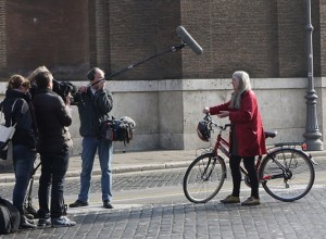 800px-Mary_Beard_filming_in_Rome