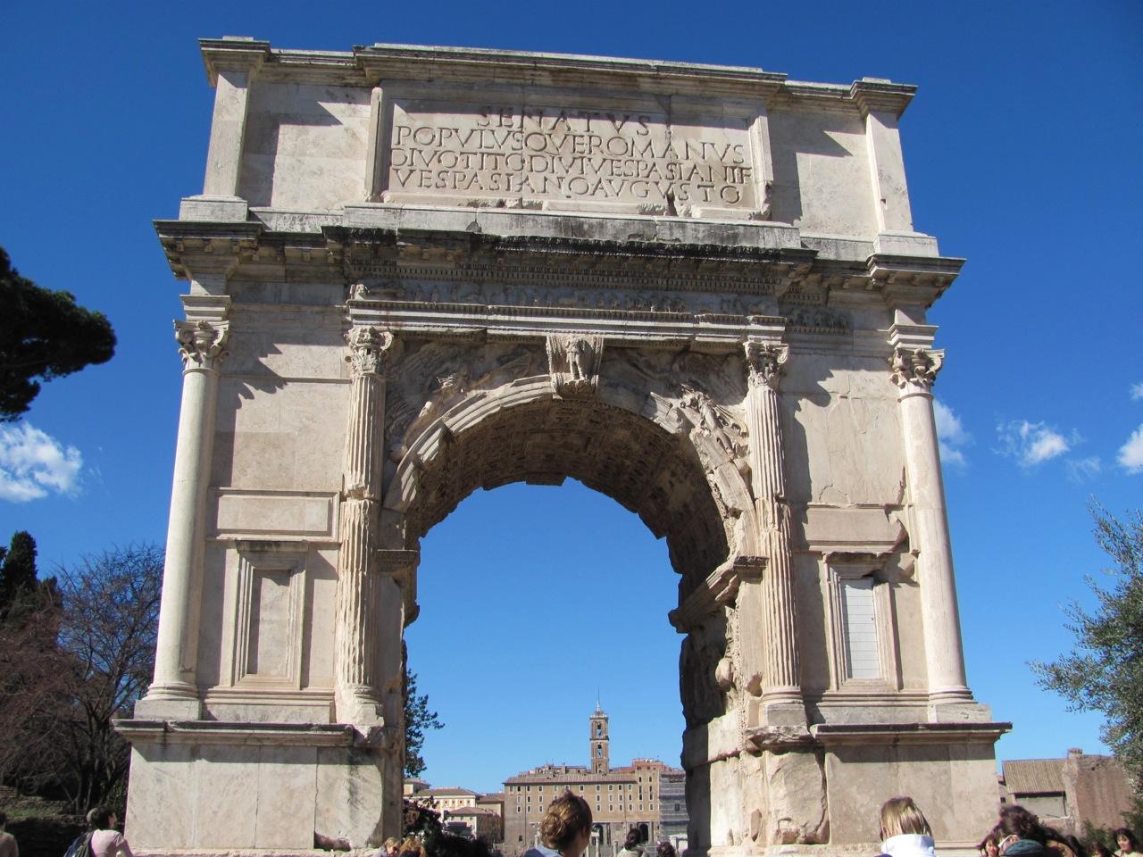 Who governs Roma Nova?