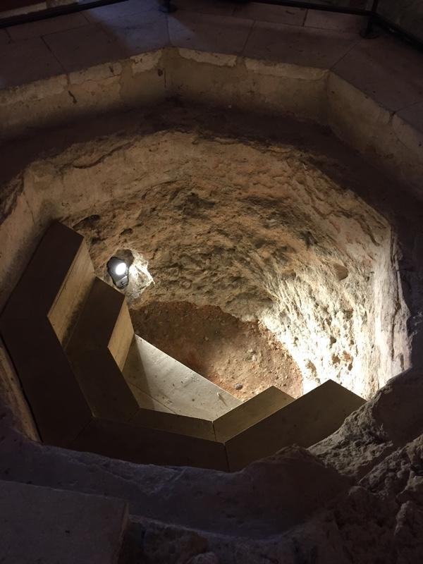 Baptismal tank added in the sixth century (Author photo)